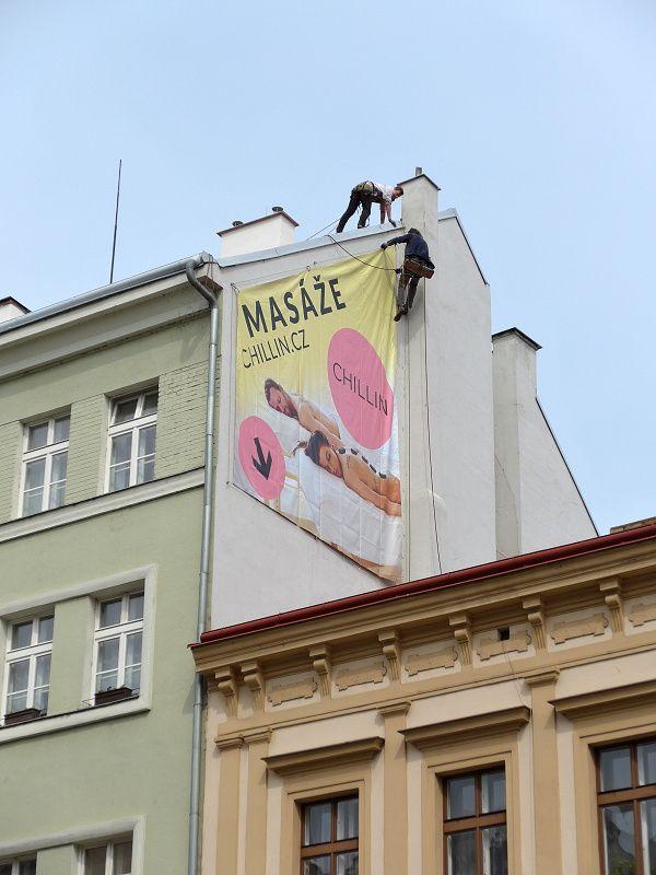 Montáž reklamy v Praze 8