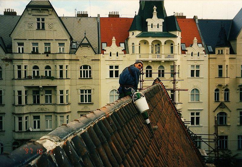 Po opravě strmého hřebene Židovské synagogy v Praze 1 jsem se nemohl posadit na bolavý zadek několik dní