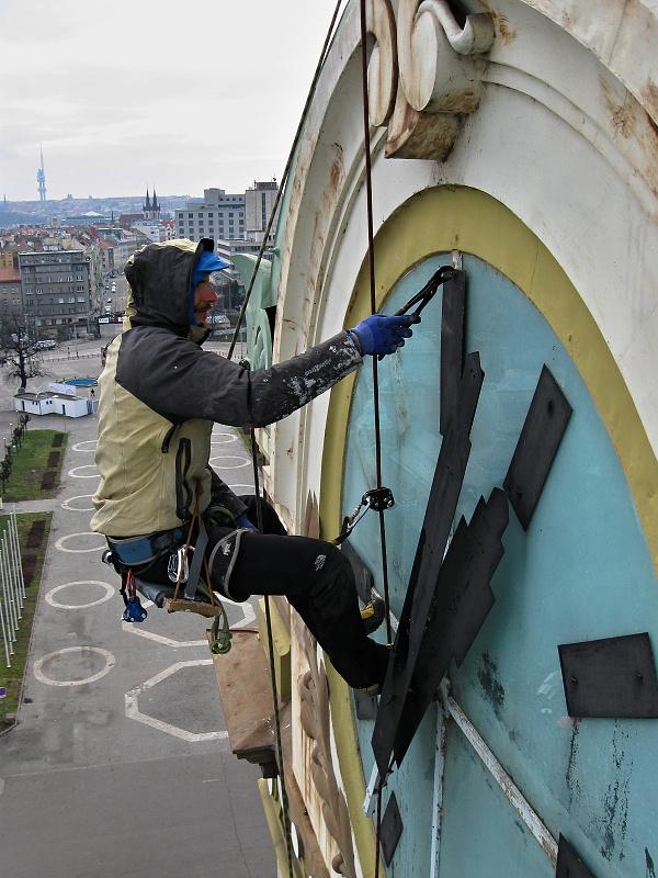 Montáž hodin v Praze na Výstavišti