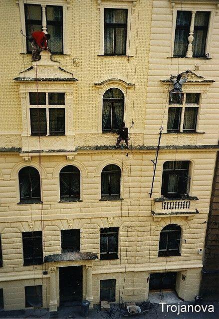 Nátěr fasády z lana je mnohem levnější, než z lešení
