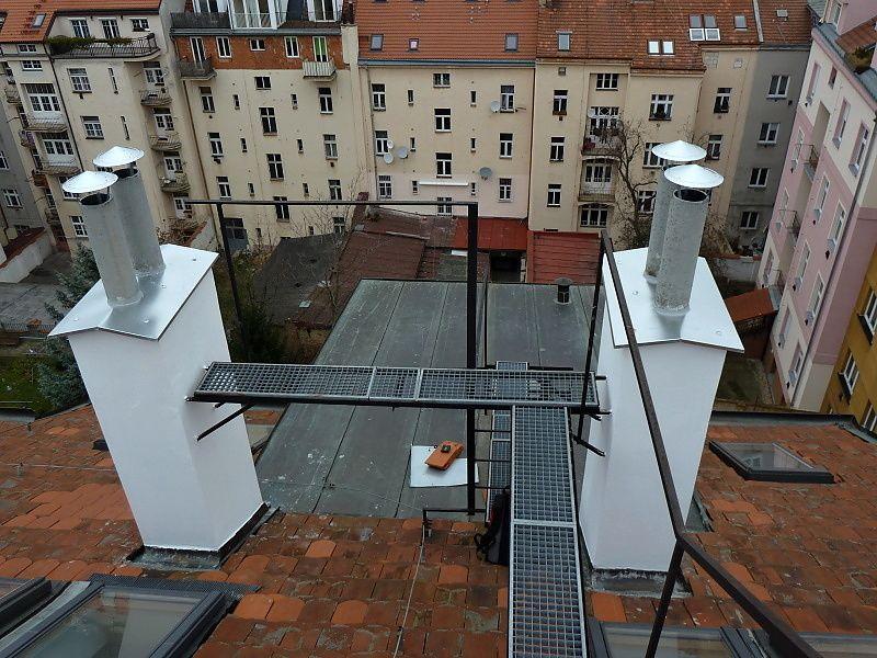 Opravené a zastřešené komíny