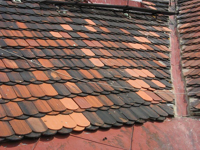 Výměna tašek na staré střeše