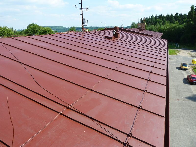 Nátěr střechy v Rudě