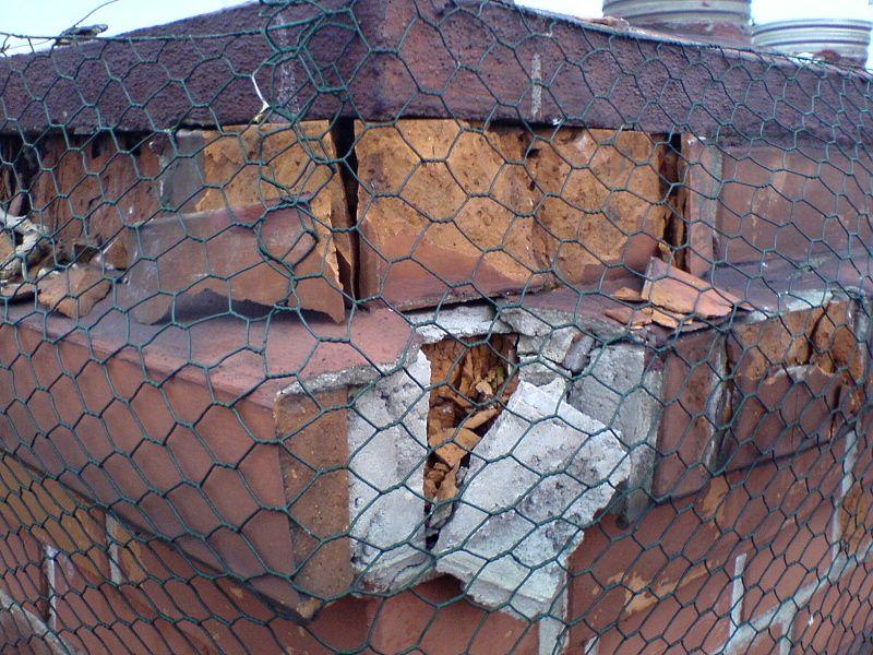 Provizorní zajištění poškozeného komínu