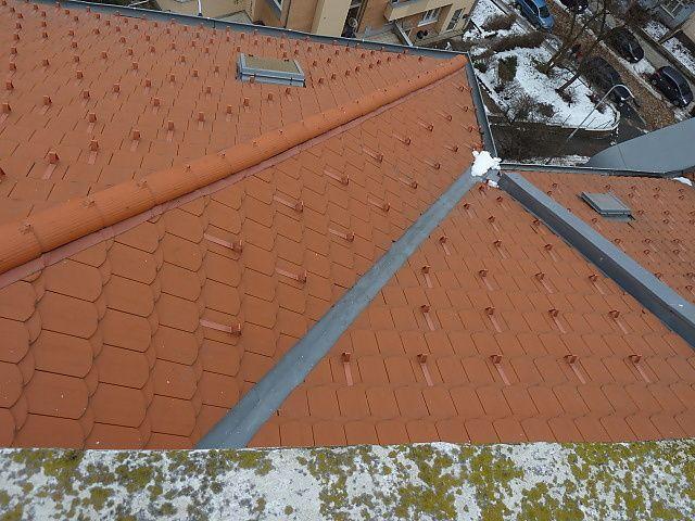 Ošetření střechy protisněhovými háky v Praze 10