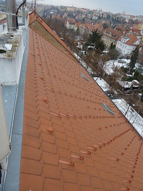 Montáž protisněhových háků na střechu