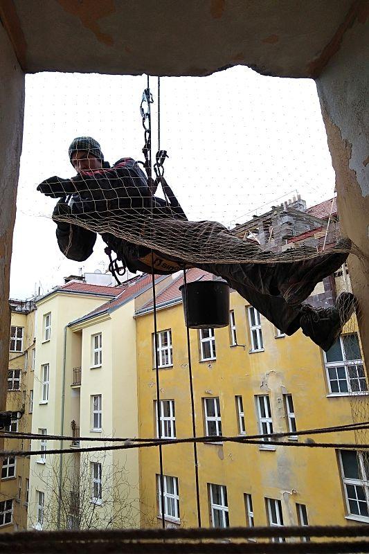 Montáž sítě Bartoškova 4 v Praze 4, únor 2020