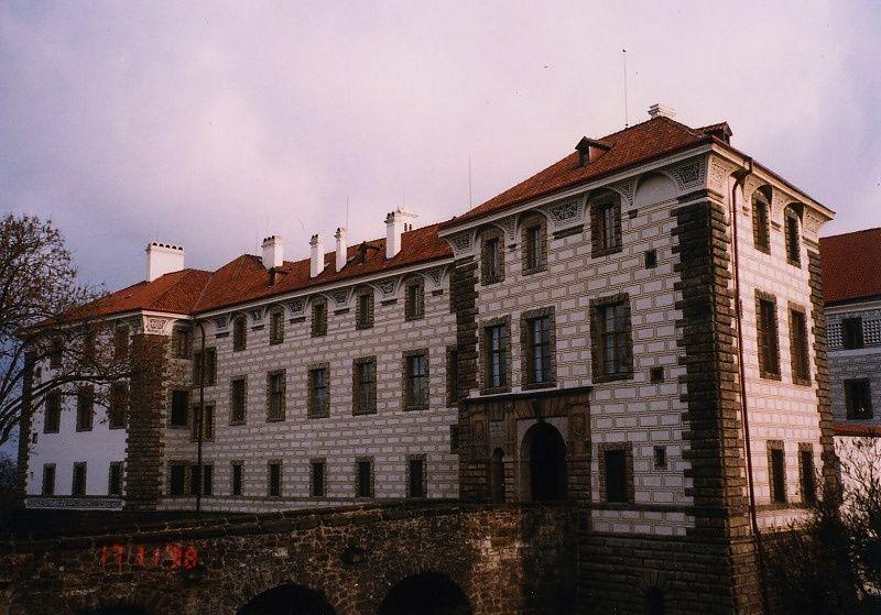 Fasáda v Nelahozevsi zase září novotou a pan Lobkowicz byl spokojen