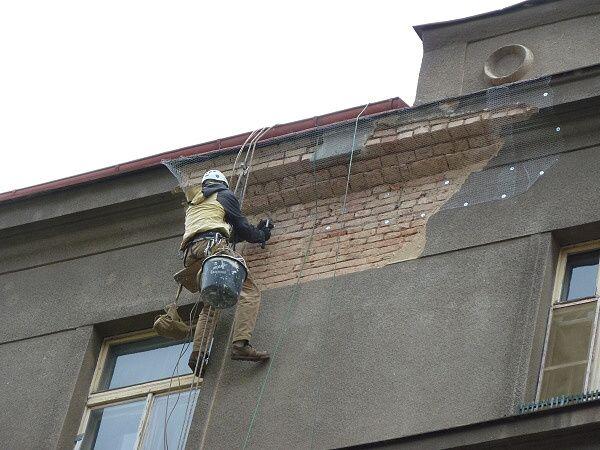 Provizorní oprava, zajištění římsy